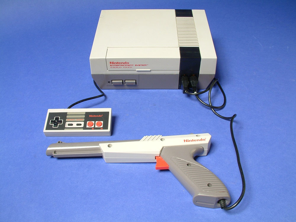 Nintendo Famicon / NES (Computerspielemuseum Berlin CC BY-SA)