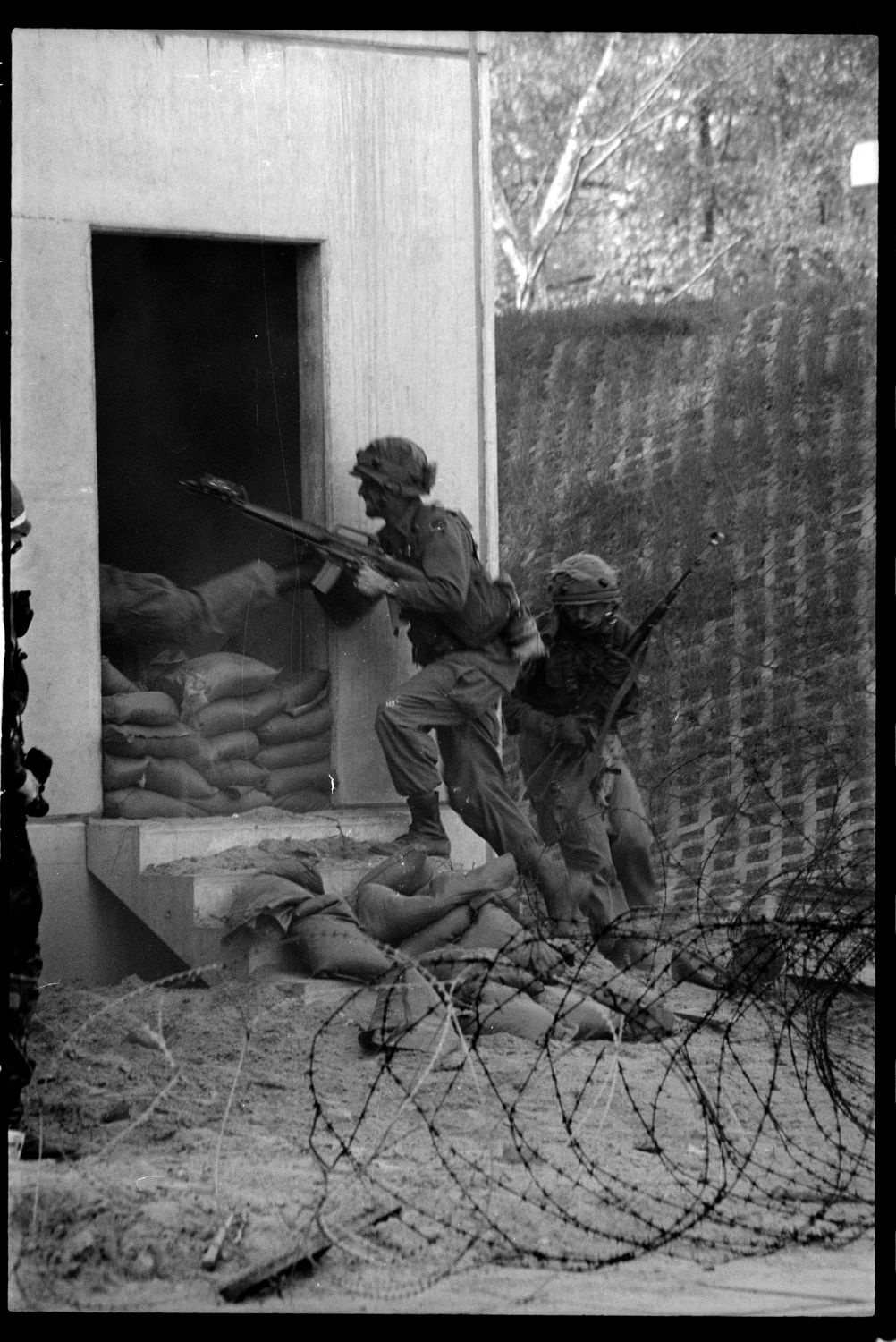 s/w-Fotografie: ARTEP Truppenübung der U.S. Army Berlin Brigade in Ruhleben Fighting City in Berlin-Spandau (AlliiertenMuseum/U.S. Army Photograph Public Domain Mark)